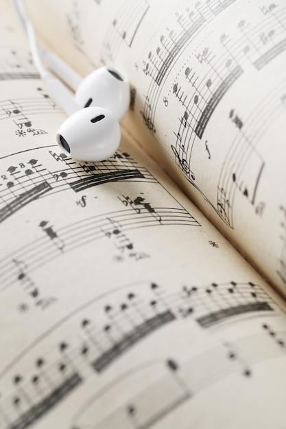 Feuille De Notes De Musique Et écouteurs Photo gratuit
