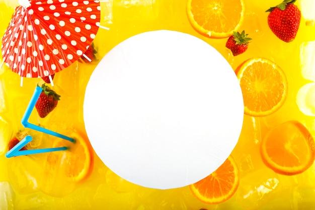 Feuille De Papier Rond De Délicieux Cocktail Photo gratuit