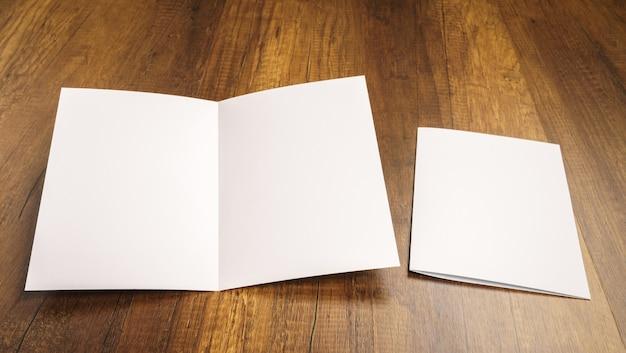 Feuille pliée à côté d'une enveloppe Photo gratuit