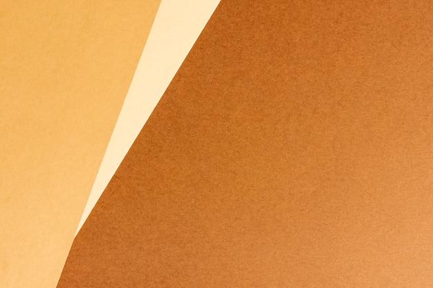 Feuilles de carton brunes vierges minimalistes avec espace de copie Photo gratuit