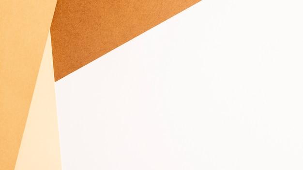 Feuilles de carton vierges minimalistes avec fond Photo gratuit
