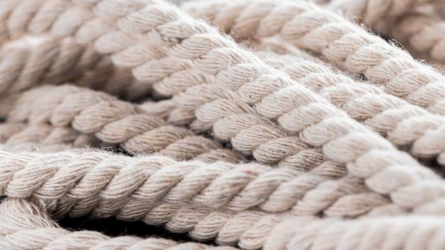 Ficelle De Cordes Blanches Solides Dans Un Tas Photo gratuit