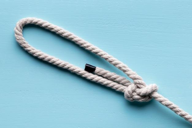 Ficelle Solide Corde Blanche Avec Noeud Photo gratuit