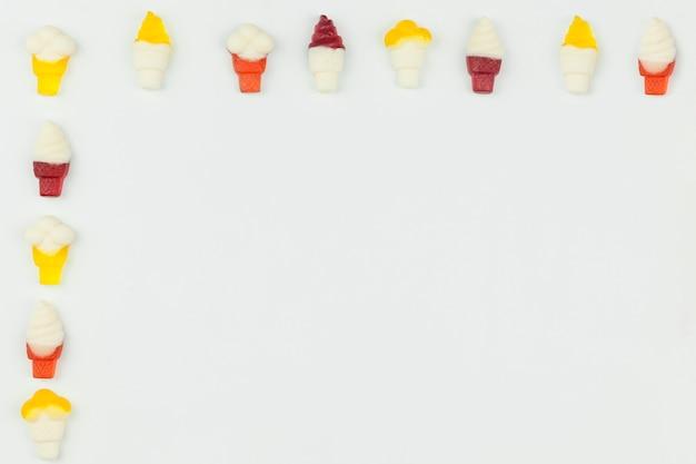 Figures de crème glacée sur fond clair Photo gratuit