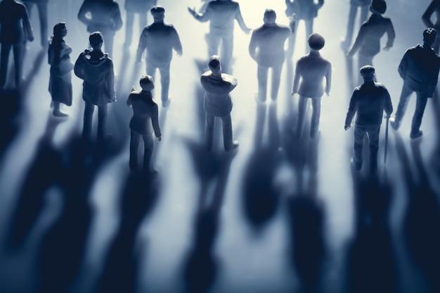 Figures de personnes et leurs ombres Photo Premium
