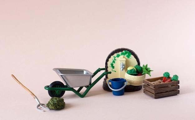 Figures réalistes d'outils de ferme ou de jardin avec boîte de légumes Photo Premium