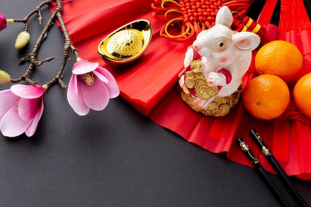 Figurine De Rat Et Magnolia Nouvel An Chinois Photo gratuit