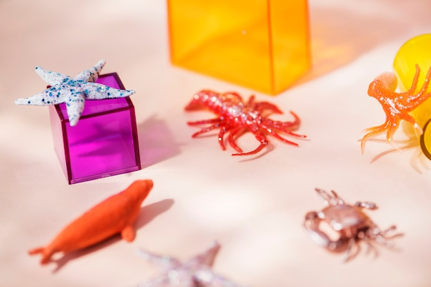 Figurines animales miniatures colorées et lumineuses Photo gratuit