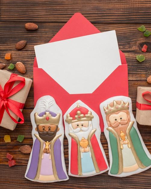 Figurines Comestibles En Biscuit Royalty Dans Une Enveloppe Photo gratuit
