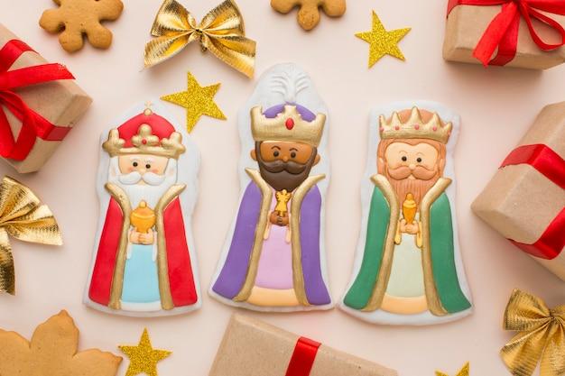 Figurines Comestibles En Biscuit Royalty Avec étoiles Et Cadeaux Photo gratuit