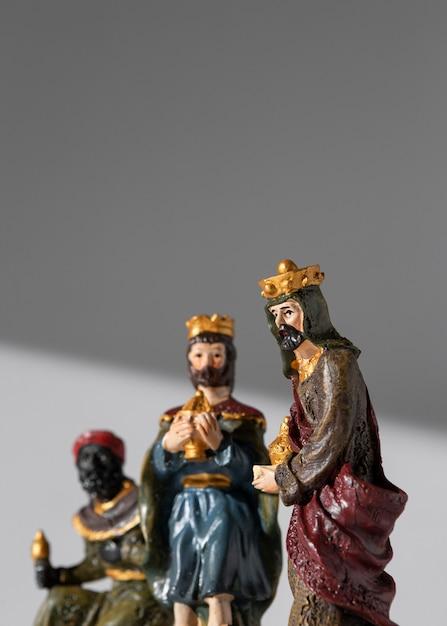 Figurines Des Rois Du Jour De L'épiphanie Avec Espace De Copie Photo gratuit