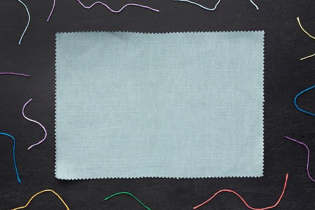 Fil Coloré Avec Morceau De Tissu Photo Premium