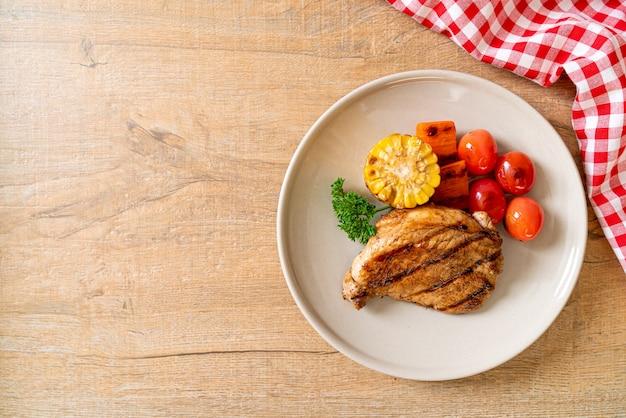 Filet De Porc Grillé Et Barbecue Avec Légumes Photo Premium