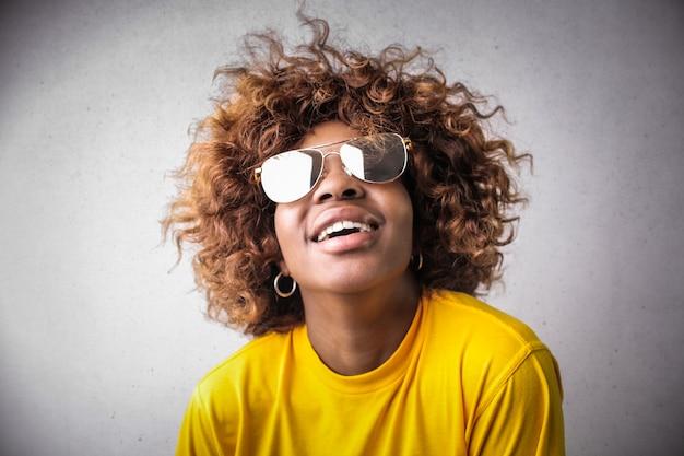Fille afro élégante Photo Premium
