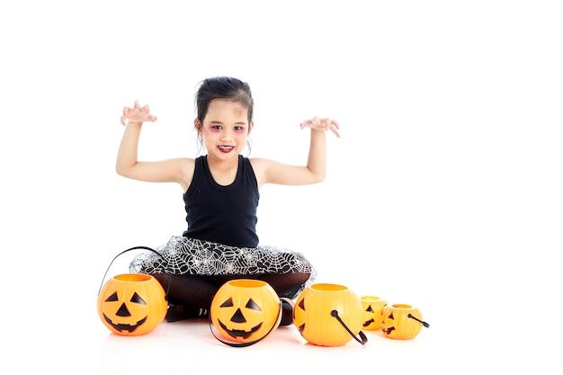 Fille asiatique avec peinture de visage à l'halloween Photo Premium