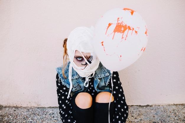 Fille avec ballon ballonnet Photo gratuit