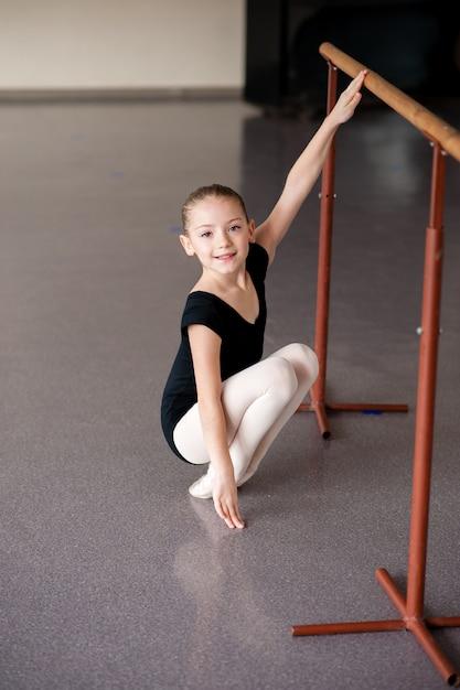 Une Fille à Une Leçon De Ballet Photo Premium
