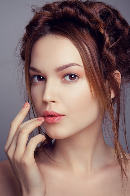 Fille De Mannequin Beauté Avec Maquillage Lumineux Photo Premium