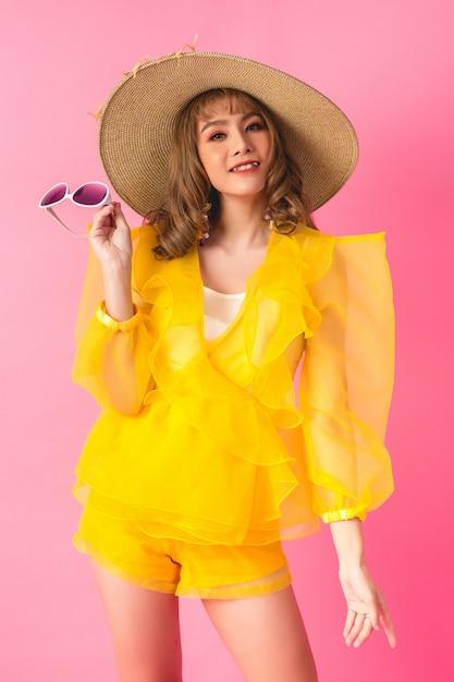 Fille de mode modèle asiatique Photo gratuit