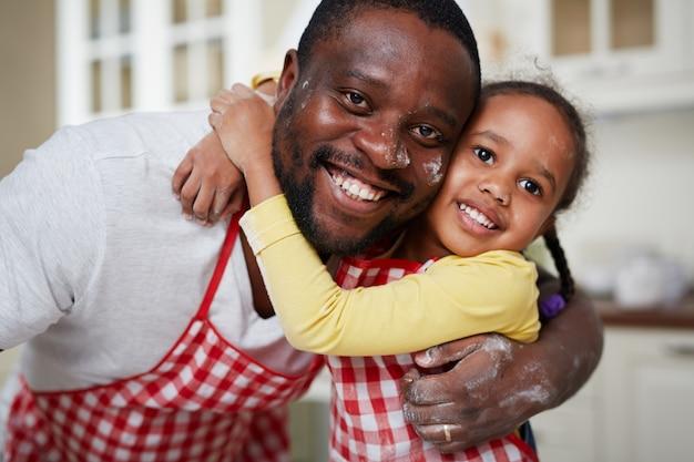 Fille avec père Photo gratuit