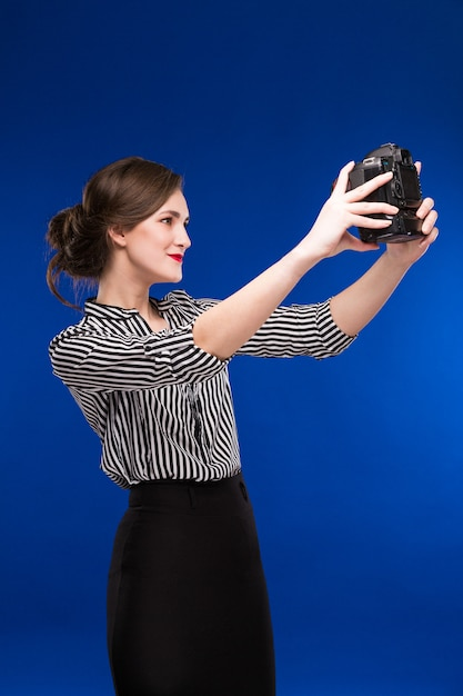 Fille regardant la caméra Photo Premium
