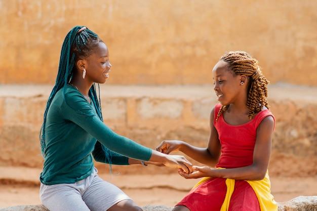 Filles Africaines Coup Moyen Ensemble Photo gratuit