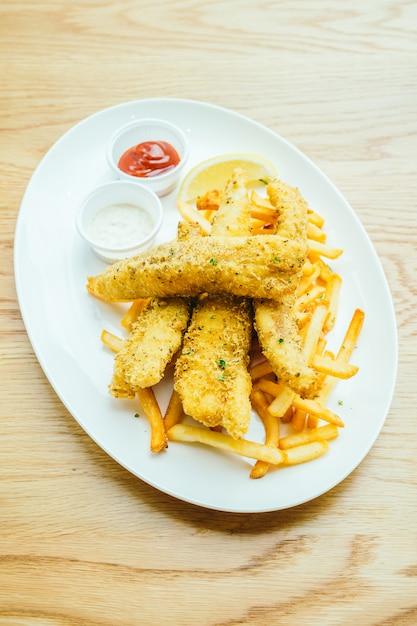 Fish and chips avec des frites Photo gratuit
