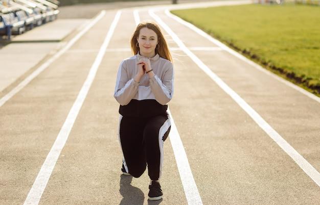 Fitness Femme Formation à L'extérieur, Vivant Actif En Bonne Santé Photo gratuit