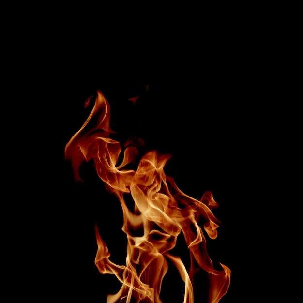 Flamme brillante sur noir Photo gratuit
