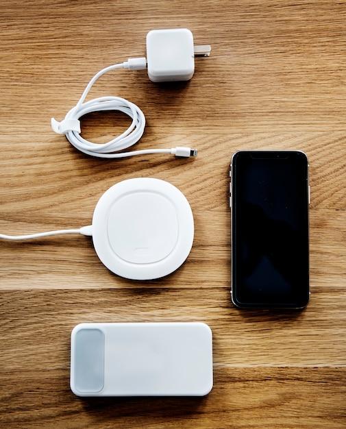Flatlay des accessoires pour smartphone Photo gratuit