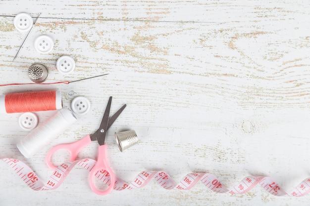 Flatlay d'outils pour la couture et la couture Photo Premium