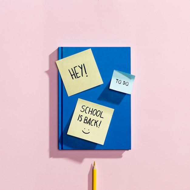 Flay est revenu à l'école avec des notes autocollantes Photo gratuit
