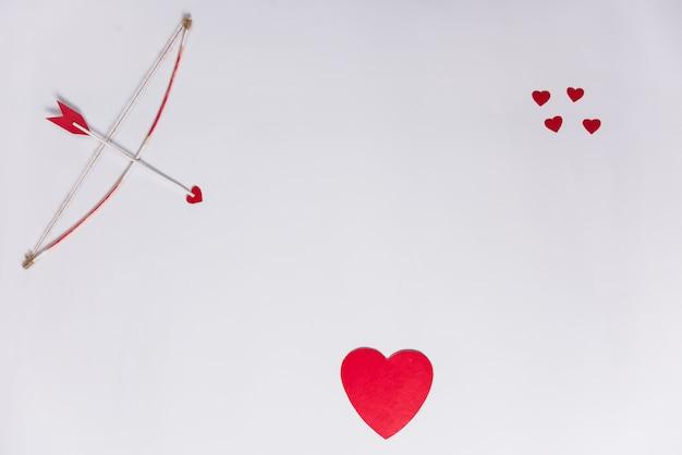 Flèche D'amour Avec Archet Sur Tableau Blanc Photo gratuit