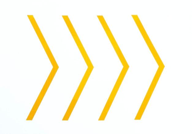 Flèches minimes jaunes Photo gratuit