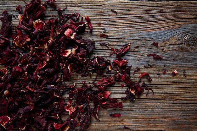 Fleur de la jamaïque pour le thé glacé à base de plantes d'hibiscus Photo Premium