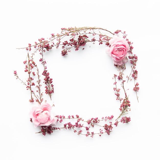 Fleurs de champ forme carré et pivoines Photo gratuit