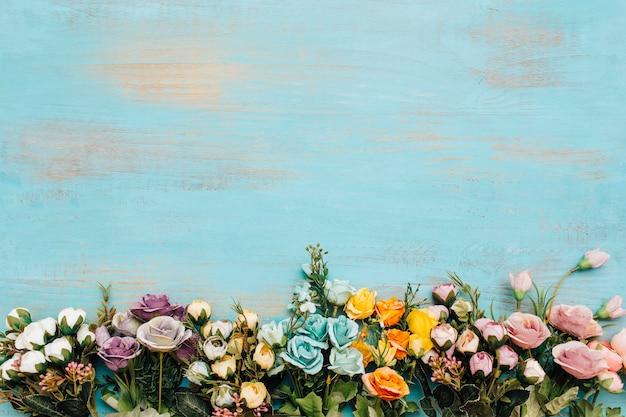 Fleurs colorées avec espace copie sur le dessus. Photo gratuit
