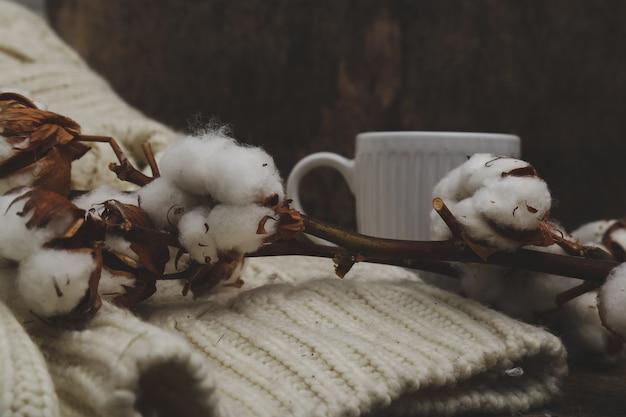 Fleurs De Coton Sur Des Tables En Bois Sur Table En Bois Photo gratuit