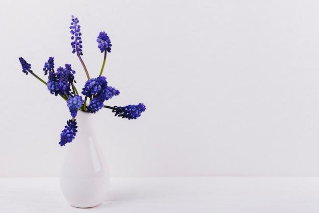 Fleurs Dans Un Vase Photo gratuit