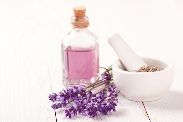 Fleurs de lavande et huile Photo Premium