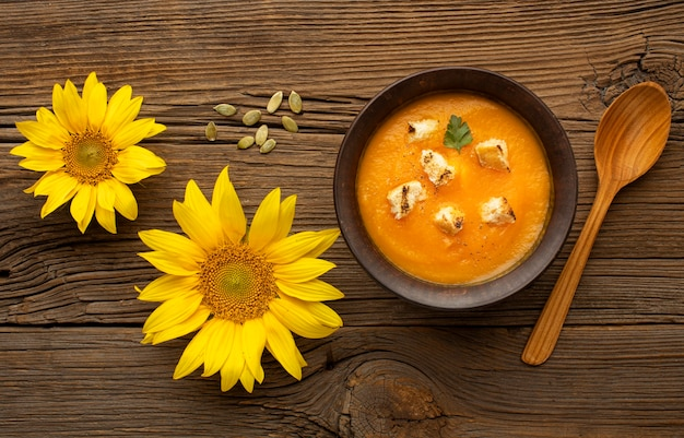 Fleurs Et Soupe D'automne Photo gratuit