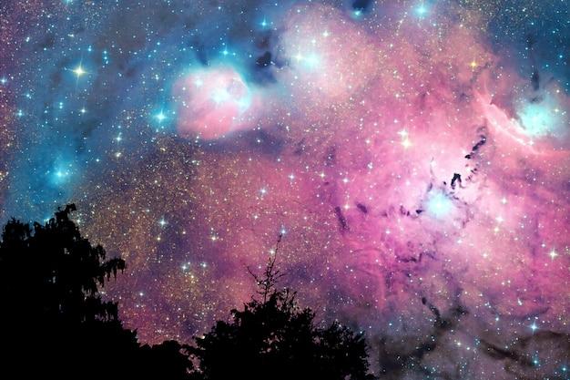 Flou de la nébuleuse de la galaxie dans la nuit ciel nuage sur l'arbre Photo Premium