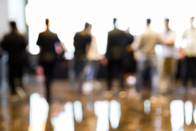 Flou des personnes en conférence de presse Photo Premium