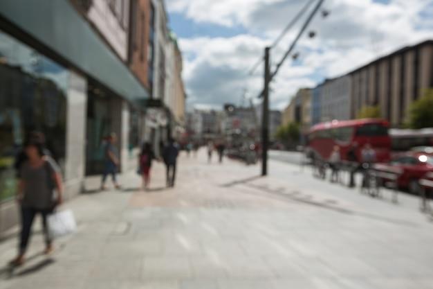 Flou vue de la marche des piétons sur le trottoir Photo gratuit