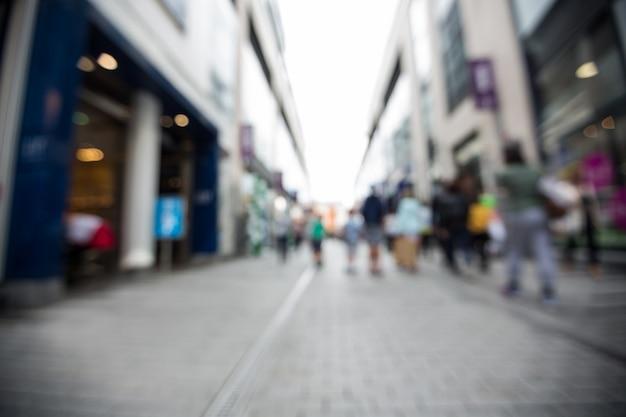 Flou vue des piétons marcher sur la rue Photo gratuit