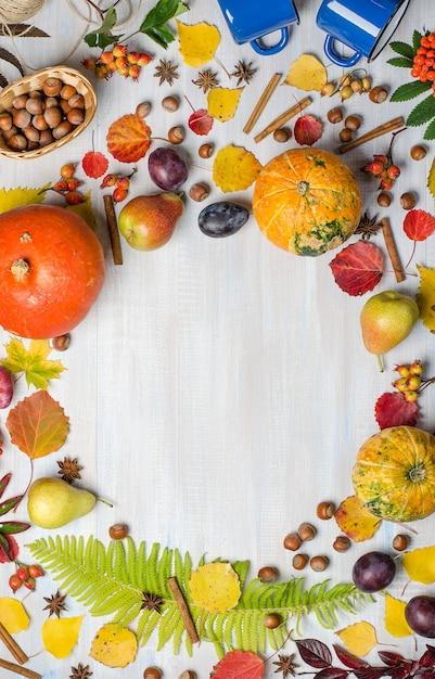 Fond d'automne lumineux avec espace de copie. lay plat. Photo Premium