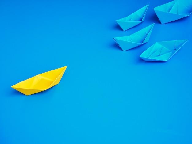 Fond bleu de bateau d'affaires de bateau de concept Photo Premium