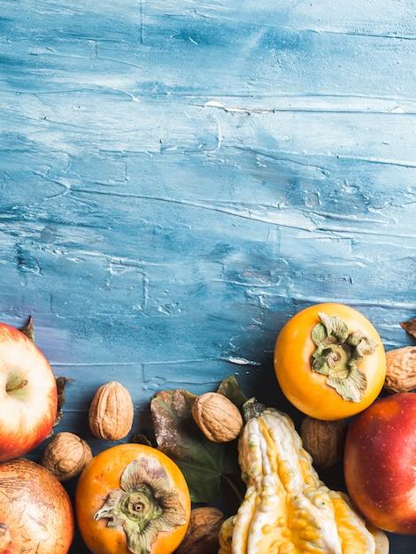 Fond bleu de fruits d'automne thanksgiving Photo Premium