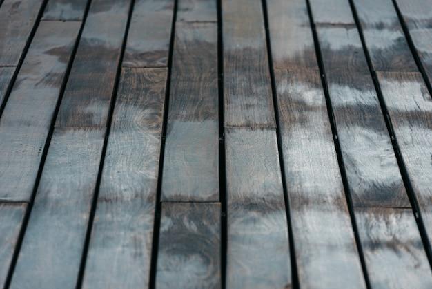 Fond de bois disposés sur des tables anciennes de tons neutres. Photo Premium