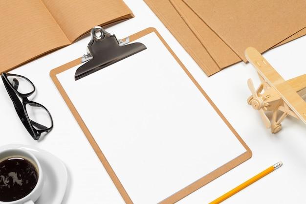 Fond de bureau blanc avec espace de copie pour votre texte. vue de dessus. Photo Premium